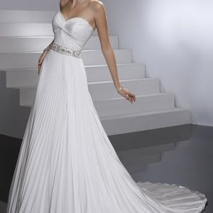 Maggie Sottero Pleated Wedding Dress in Ivory